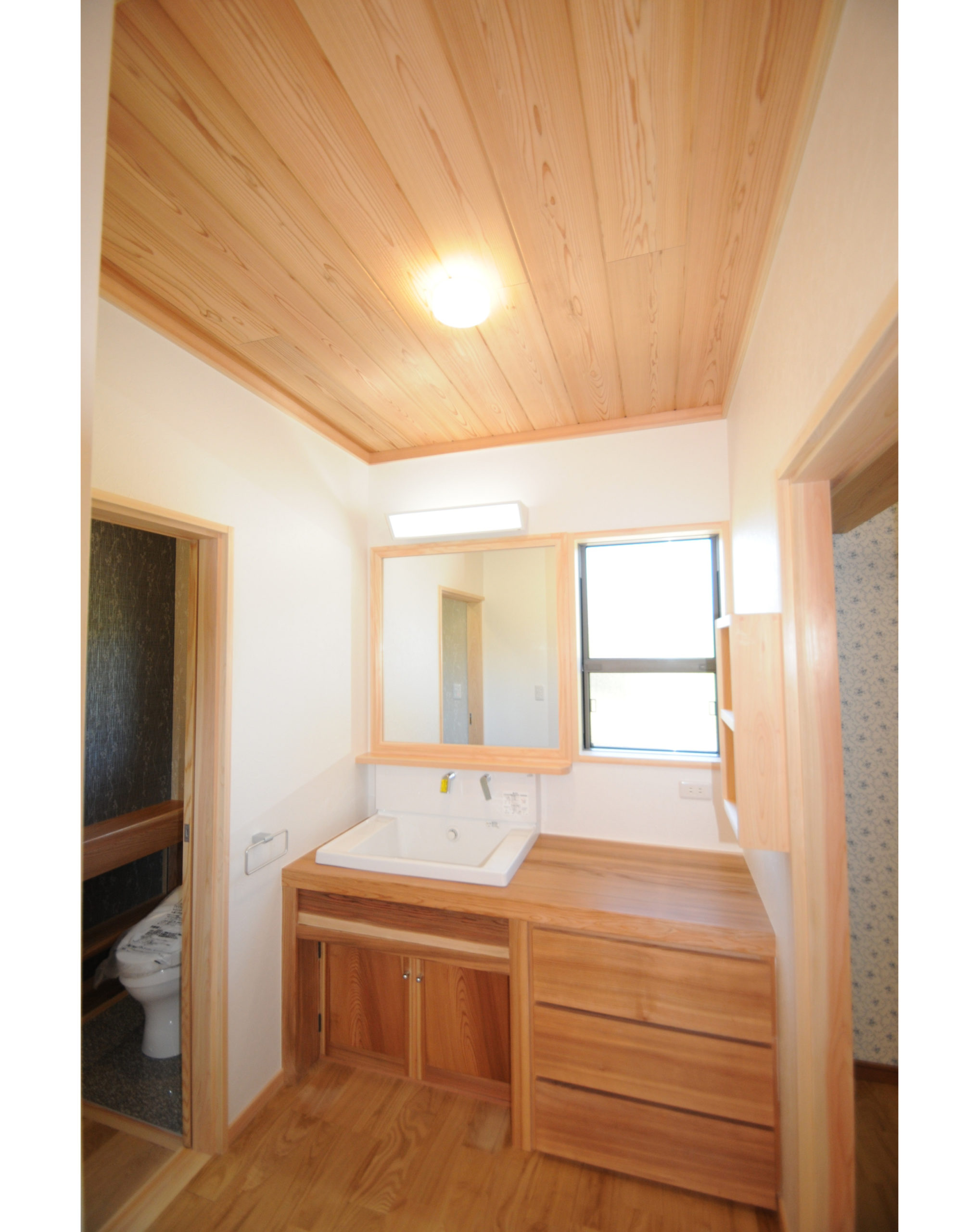 [insta]洗面台は使いやすく造作でする場合・・・ー ー ー ー ー ー ー ー ー ー ー ー ー ー ー高さ・収納・サイズすべてをオーダーできます。手入れなどきちんと把握できればとても愛着のわく洗面台になります。馬場住宅株式会社長崎県大村市中里町418-14TEL 0957-54-3324メール info@babajuutaku.com@babajuutaku#babajuutakuホームページ【馬場住宅 】で 検索HPにも施工例あります。私たち#馬場住宅 は#長崎県 #大村市 の#工務店 です。施工エリアは長崎県内全域にて#新築 #注文住宅 #一戸建て を中心に建ててます。みなさんの夢の#マイホーム を造っている会社です。最近では#リノベーション #リフォーム#古民家再生 #二世帯住宅 #平屋 の依頼を多く頂いています。馬場住宅が建てる家#社員大工 が造る3つのスタイルで建てています。#和洋折衷#優しい家 #安らぐ家#現代和風#現し #無骨 #板張り #無垢#純和風#和室 #床の間 #磨き丸太#zeh #長期優良住宅=================馬場住宅の家づくり小さな工務店ですが、大工20名は全員社員として在籍技術には定評があり木の家専門の大工工務店として地元に根強い会社です。性能と自然素材で安心安全と信頼の住まいをつくります。資料請求はインスタ又はHP内の「お問合せ」からどうぞ@babajuutakuホームページは【馬場住宅 】で 検索